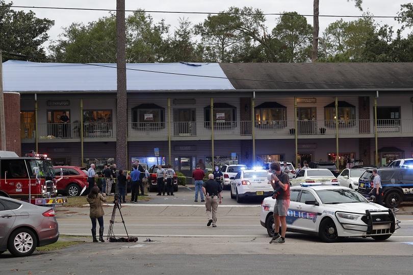 Мъж уби двама души и рани най-малко трима в студио