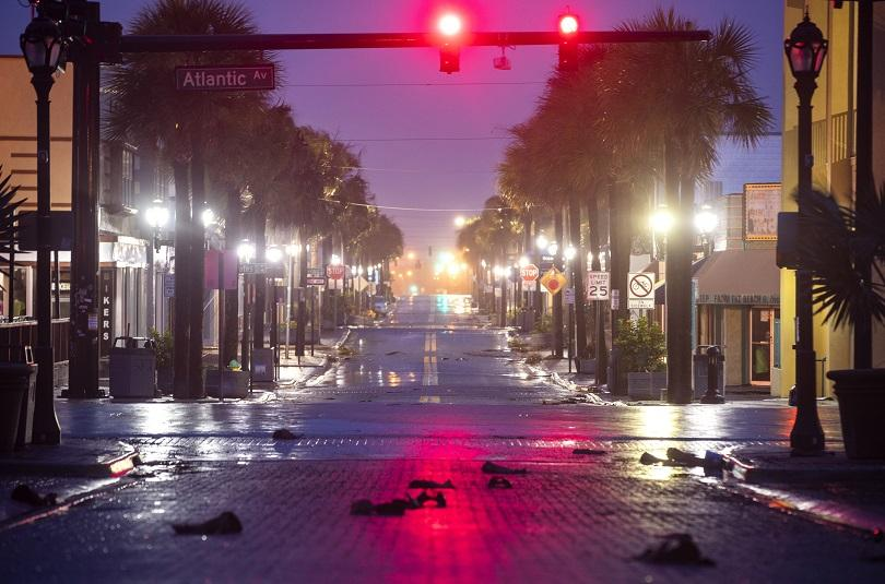Снимка: Очаква се тропическата буря Нестор да удари щата Флорида