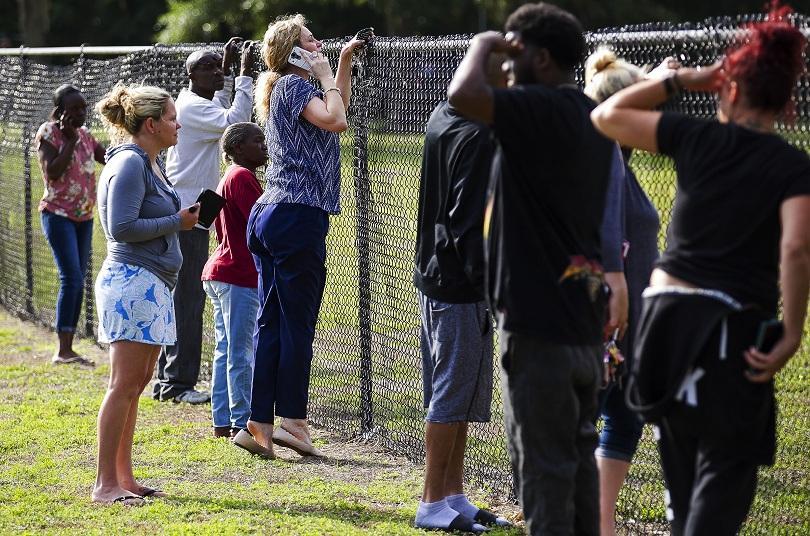 17-годишно момче пострада при стрелба в училище във Флорида. Нападателят