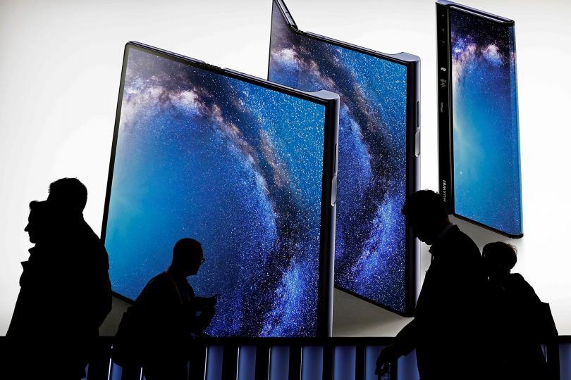 """И китайският технологичен гигант """"Хуауей"""" представи смартфон със сгъваем дисплей"""