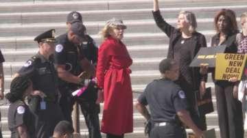 Арестуваха Джейн Фонда по време на екопротест във Вашингтон