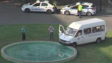Микробус се вряза във фонтан в Пазарджик, шофьорът загина