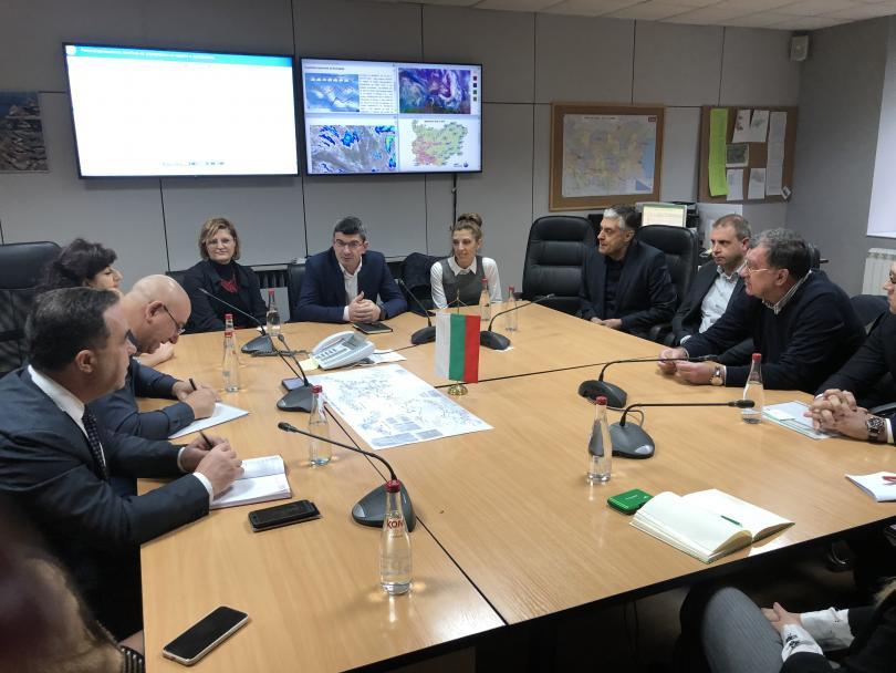 Министърът на околната среда и водите Емил Димитров представи мерките