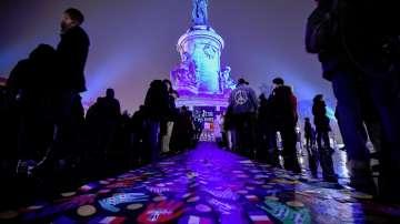 Стотици шестваха в памет на жертвите от Шарли Ебдо