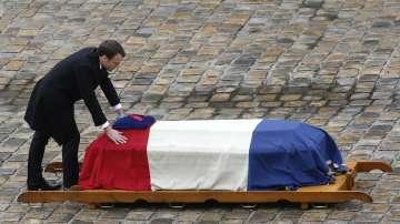 Франция отдаде последна почит на убития от терорист жандармерист Арно Белтрам
