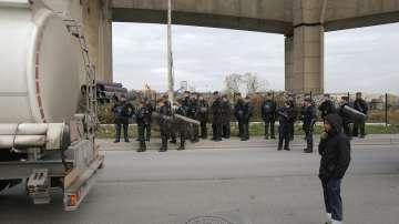 Остават блокадите по френските пътища, макар и частични