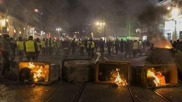 Жълтите жилетки в Париж протестираха за девети път, последваха ги и в Лондон