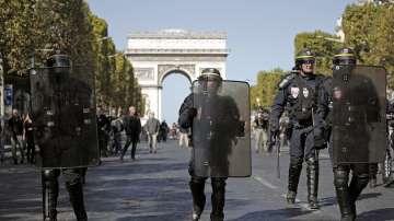 Отново безредици при протестите на жълтите жилетки във Франция