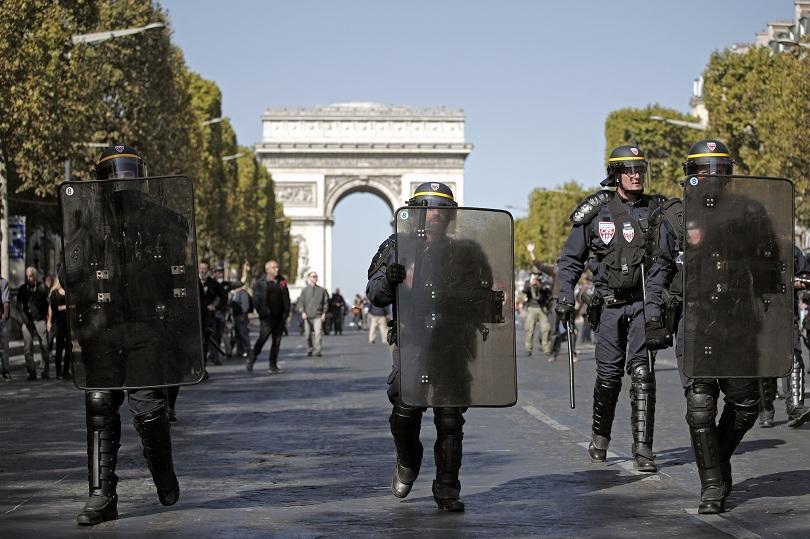 Социалното напрежение във Франция отново се нажежава. В Париж и