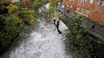 Проливни дъждове и наводнения във Франция взеха жертви