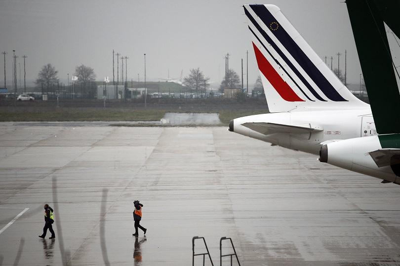 Франция завършва седмица на социални протести. Днес към транспортната стачка