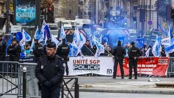 Френското правителство смекчи мерките за пенсионна реформа