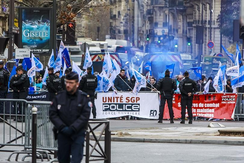 френското правителство смекчи мерките пенсионна реформа