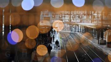 Франция ще посрещне Коледа в транспортен хаос, въпреки призива на Макрон
