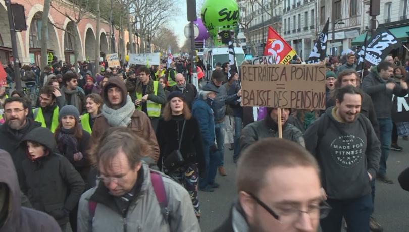 Във Франция се очакват нови преговори между правителството и синдикатите