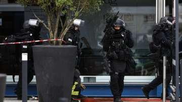 Нападателят от летище Орли крещял, че иска да умре за Аллах