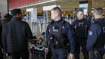 Убитият от френската полиция нападател на летище Орли е радикализиран ислямист