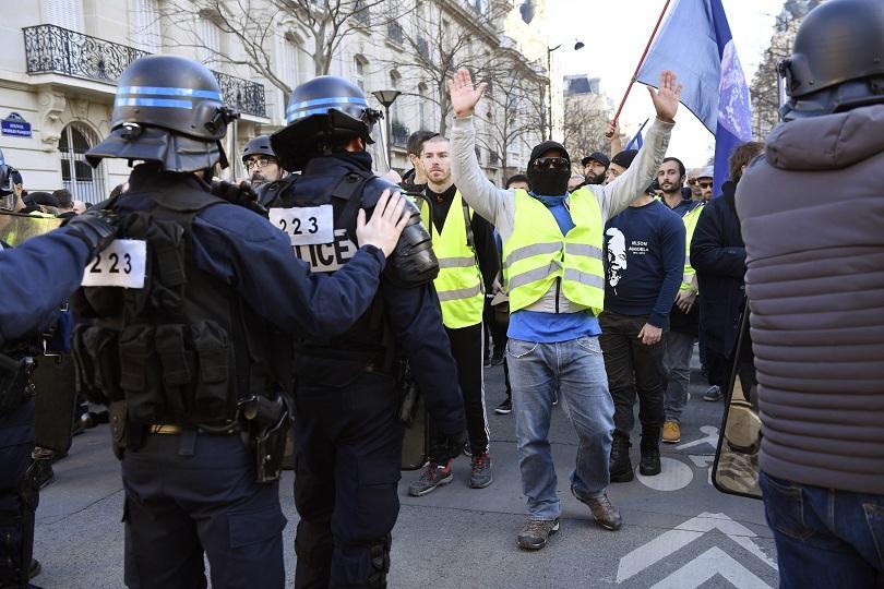 Снимка: Във Франция отбелязаха 3 месеца от протестите на жълтите жилетки