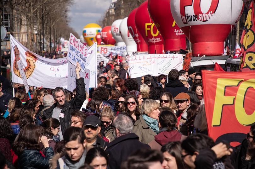 Държавните служители във Франция излязоха на общонационален протест три дни