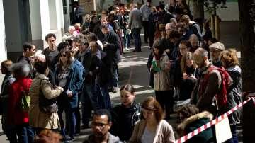 Французите в чужбина стоят на опашки с часове, за да гласуват