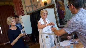 35,5% е избирателната активност във втория тур на френските избори към 17 часа