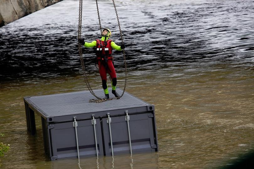 снимка 2 Протести и наводнения във Франция