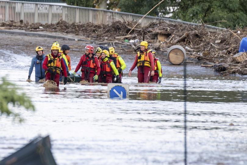 Ураганът Лесли, макар и отслабнал до тропическа буря, донесе проливни