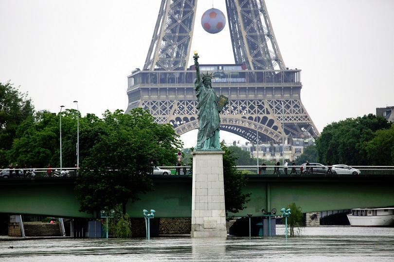 снимка 1 Жертви и ранени след наводненията във Франция, нивото на Сена спадна