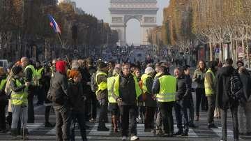 Блокада във Франция: Инциденти белязаха протестите заради цените на горивата