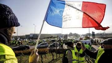 Близо 283 000 са протестирали във Франция срещу поскъпването на горивата