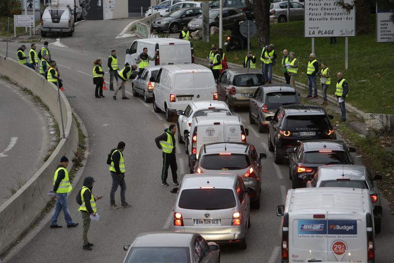 снимка 2 Един човек загина, а 47 бяха ранени при протестите във Франция