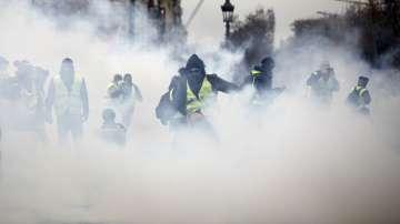 Над 140 души са задържани при демонстрациите в Париж