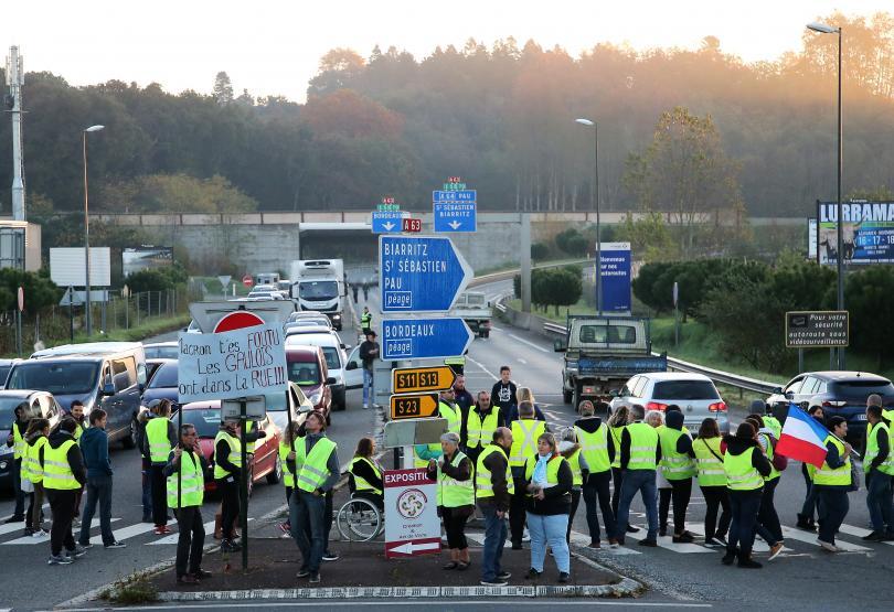 снимка 4 Един човек загина, а 47 бяха ранени при протестите във Франция