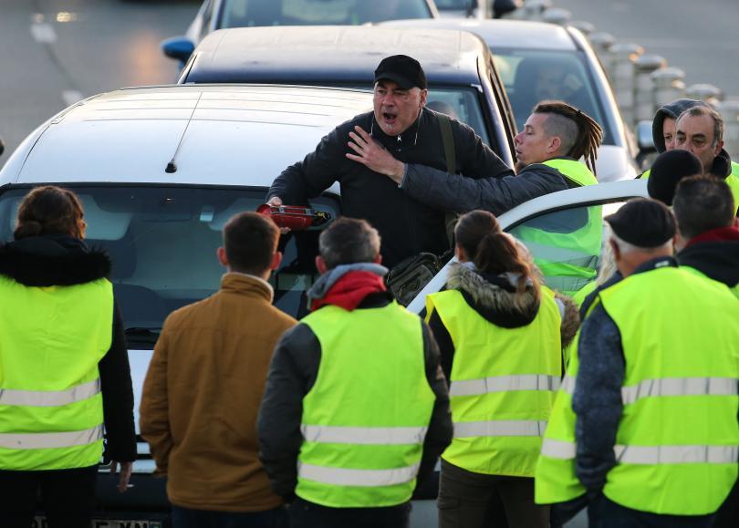 снимка 3 Един човек загина, а 47 бяха ранени при протестите във Франция