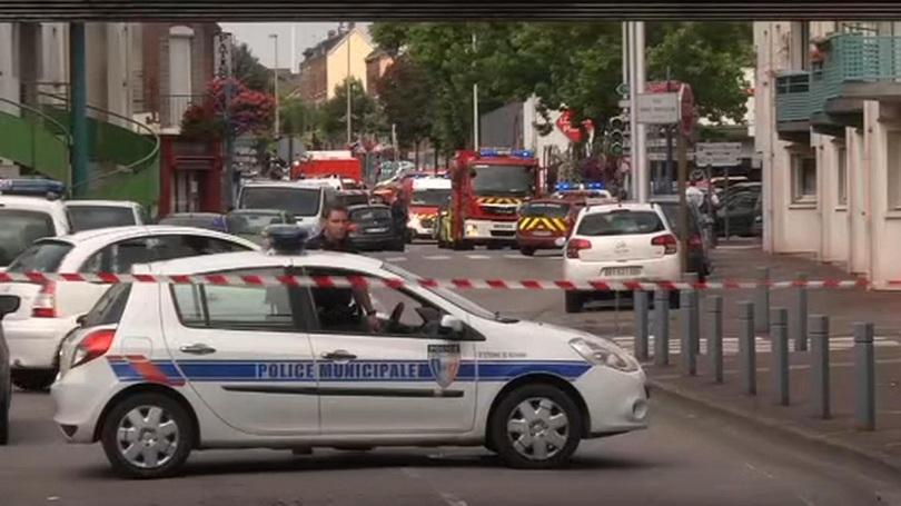 Нападателите във Франция прерязали гърлото на свещеника преди да бъдат убити