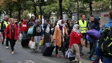 Германия отваря първите центрове за задържане на мигранти