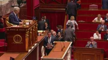 Новото френско правителство се събира днес на първото си заседание