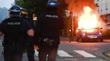 Полицаят, убил 22-годишен мъж във френския град Нант, остава в ареста