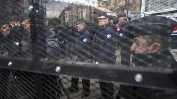 Франция заменя извънредното положение със закон срещу тероризма