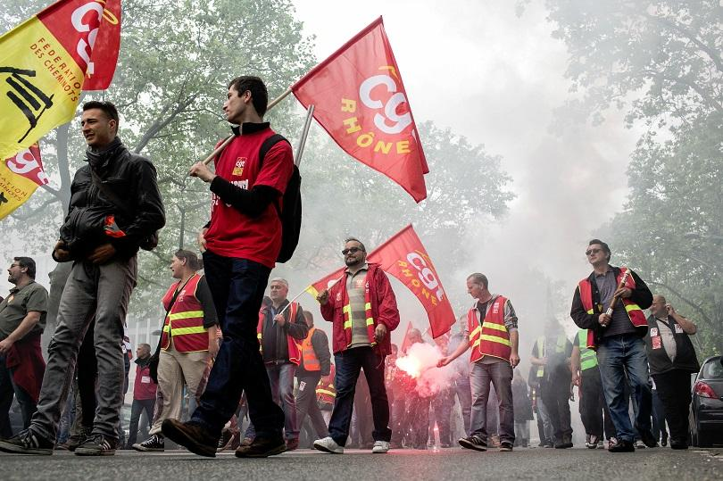 снимка 1 Протести и наводнения във Франция