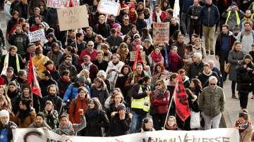 Мащабни протести във Франция