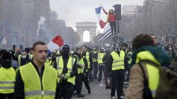 Френското правителство оцеля при вот на недоверие
