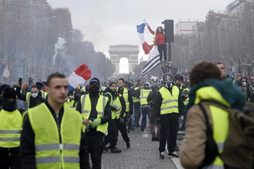 френското правителство оцеля вот недоверие