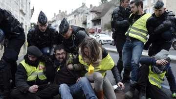 Нови протести във Франция и Унгария