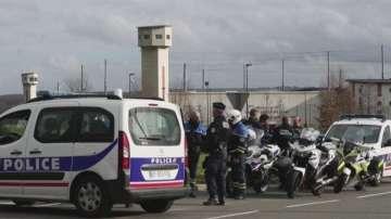 Френските надзиратели протестират заради нападение над техни колеги
