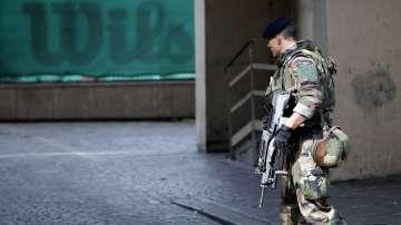 Автомобил блъсна войници в Париж, двама са тежко ранени