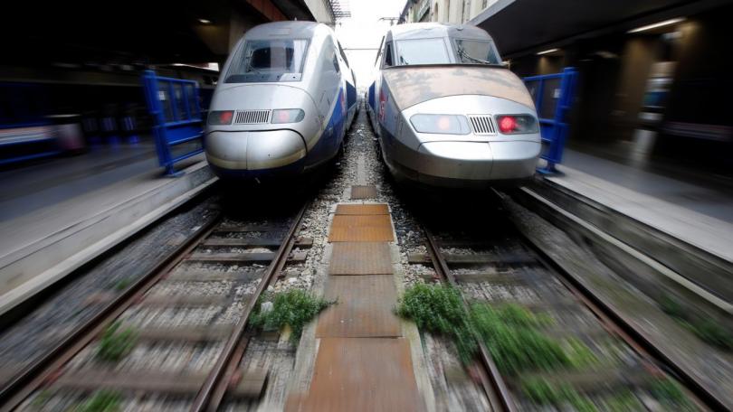 продължават стачните действия френските железници
