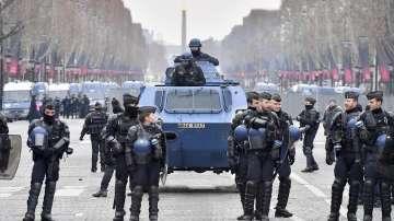 Протестите във Франция са взели още една жертва