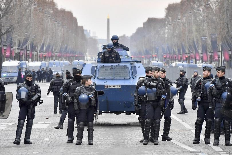 протестите франция взели една жертва