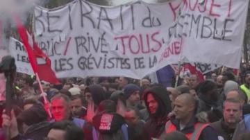 Правителство и синдикати във Франция подновяват преговорите